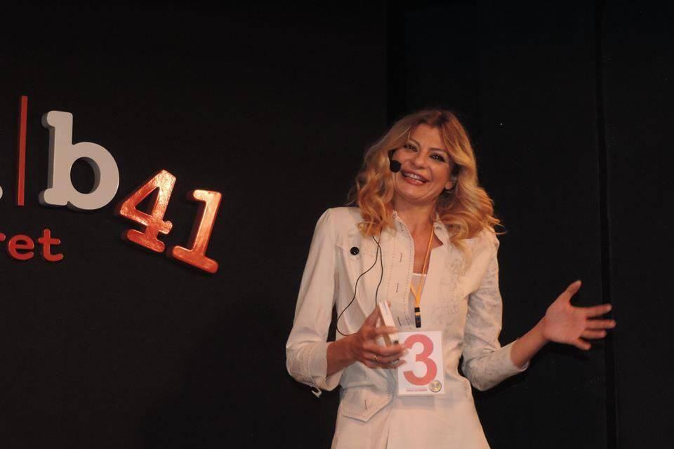 Il cabaret di Eloisa Macrì: comicità al femminile tra Zelig e teatro classico di una attrice dai mille volti