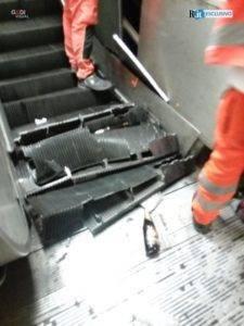 Roma, crolla scala mobile. Venti feriti