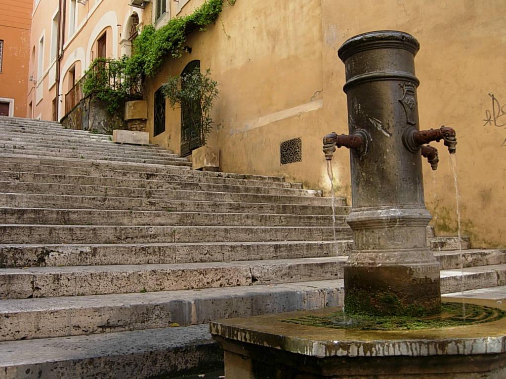 Fontana delle tre cannelle, Roma (foto dal web)