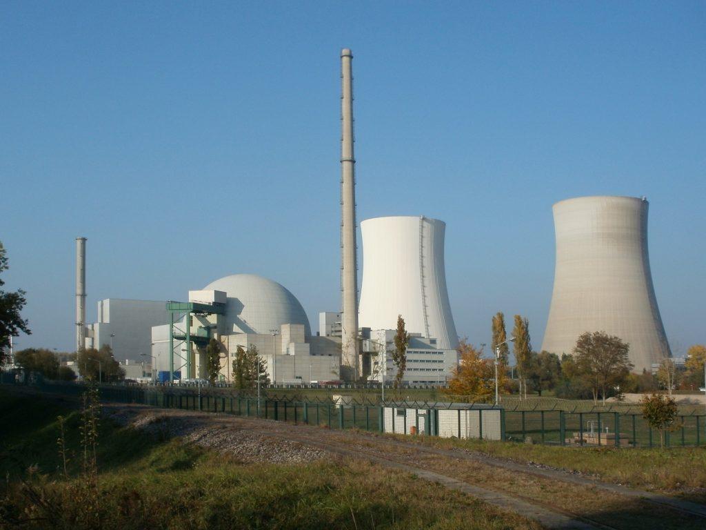 elementi a rischio di estinzione: L'afnio sarebbe a rischio estinzione a causa del suo massiccio impiego negli impianti nucleari.