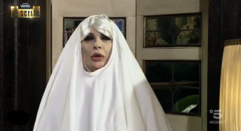 """Tina Cipollari travestita da fantasma – Photo Credit: Instagram"""