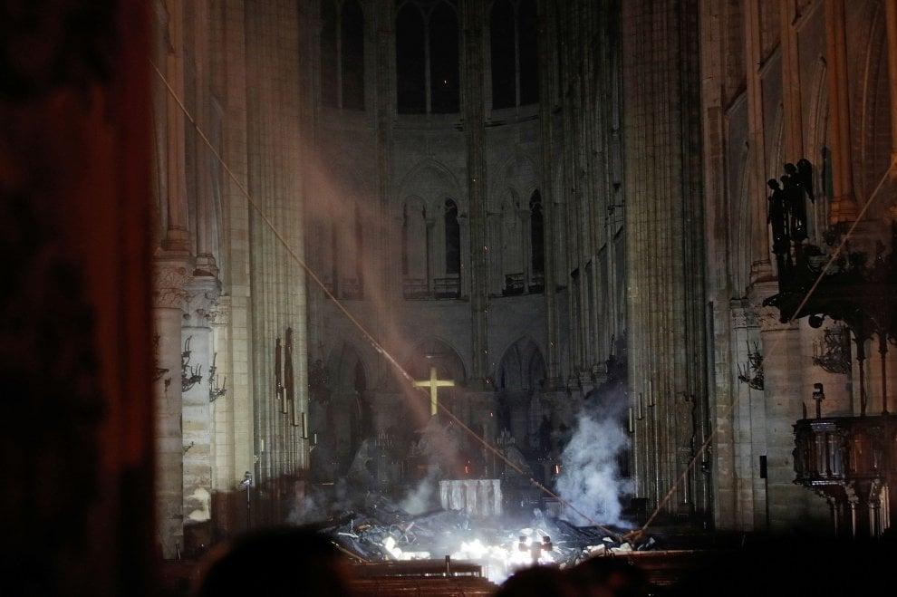 """""""L'interno di Notre-Dame dopo l'incendio – Photo Credits: www.repubblica.it""""  Notre-Dame"""