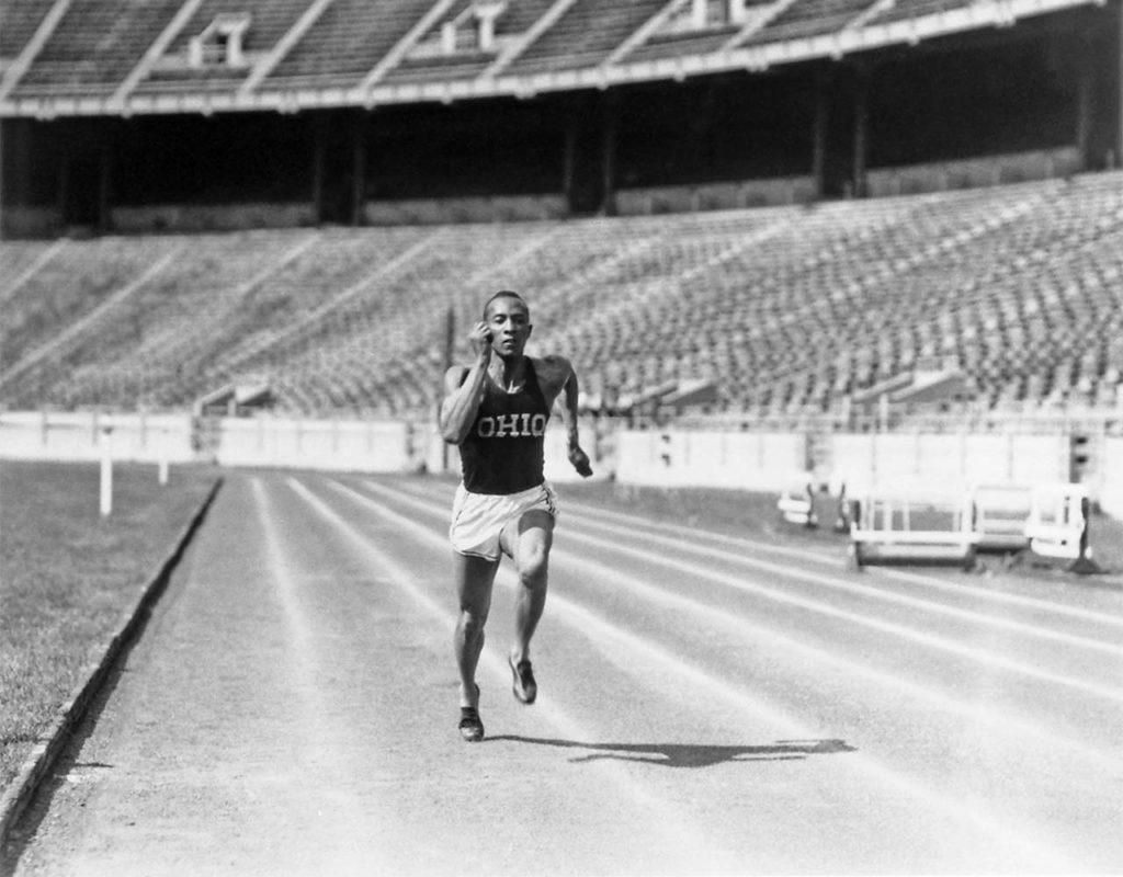 Jesse Owens (immagine dal web). MMI Today|La giornata dell'asciugamano