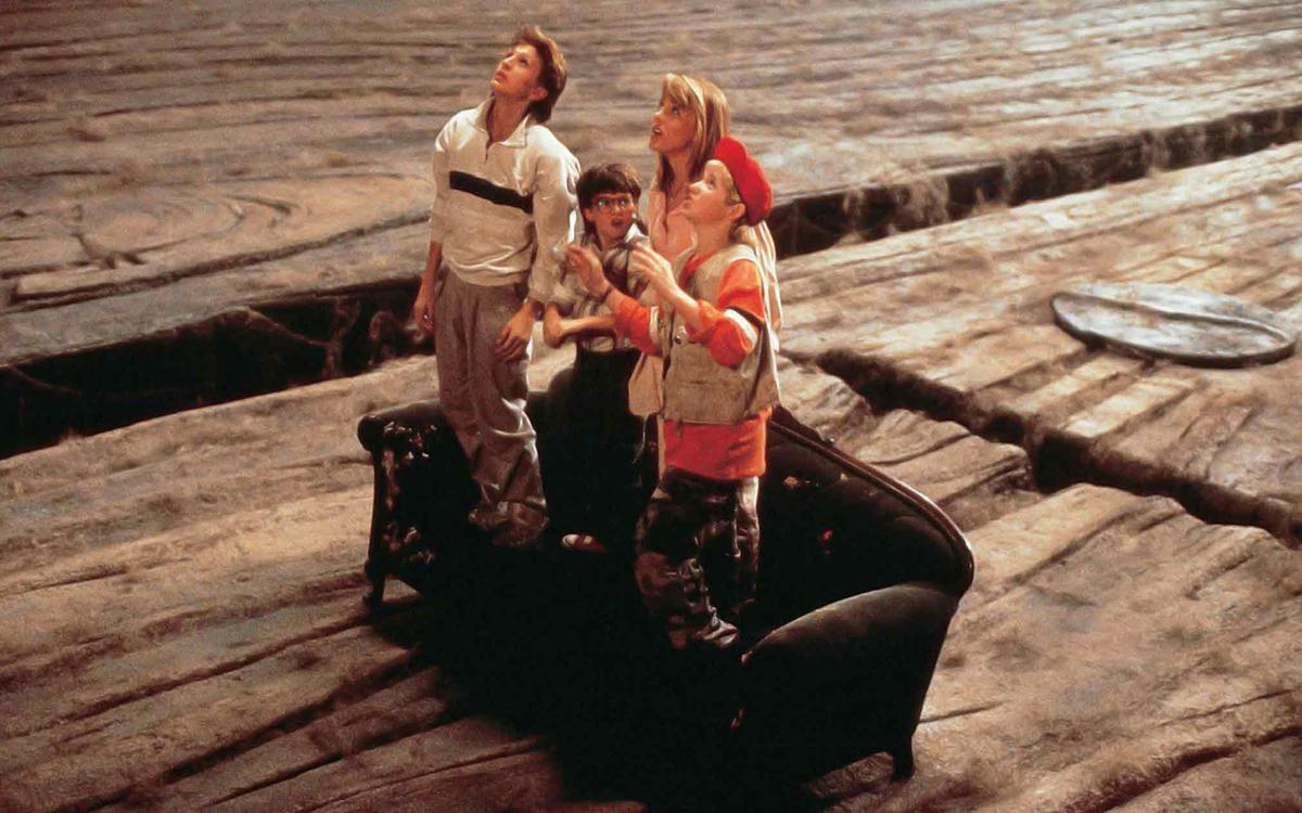 """Scena da """"Tesoro, mi si sono ristretti i ragazzi""""."""