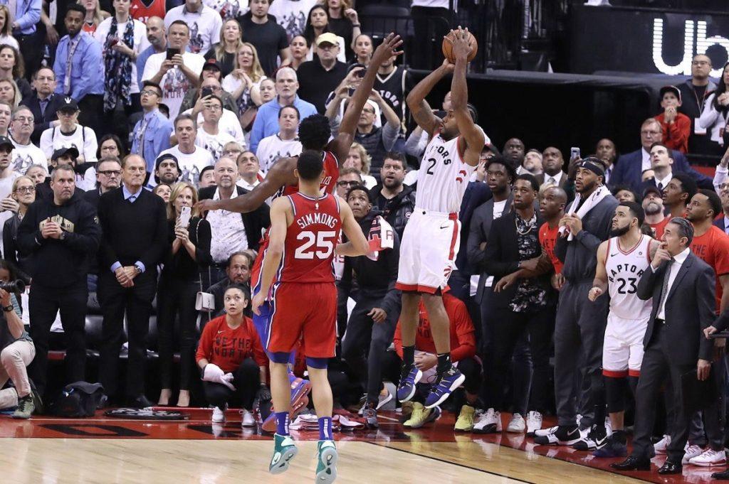"""Il tiro """"impossibile"""" di Leonard che ha portato i Raptors in finale di Conference"""