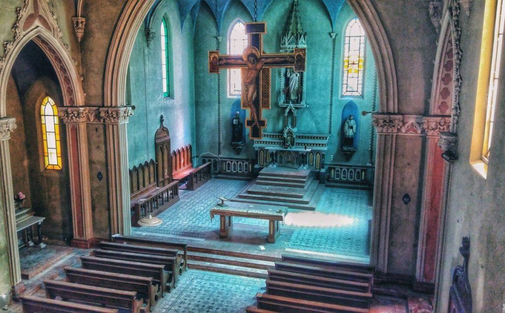 italia abbandonata chiesa blu