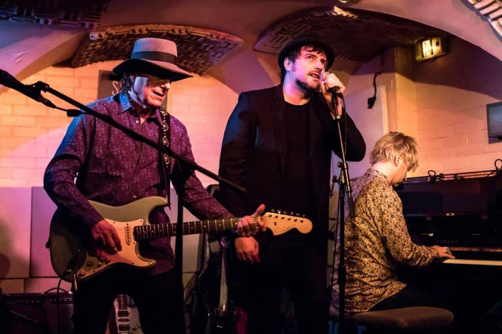 Immagine di Gary & Davide in studio per l'album/omaggio a Jeff (PHOTO: Buscadero.com)