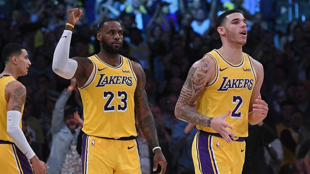 James e Ball durante la travagliata scorsa stagione dei Los Angeles Lakers