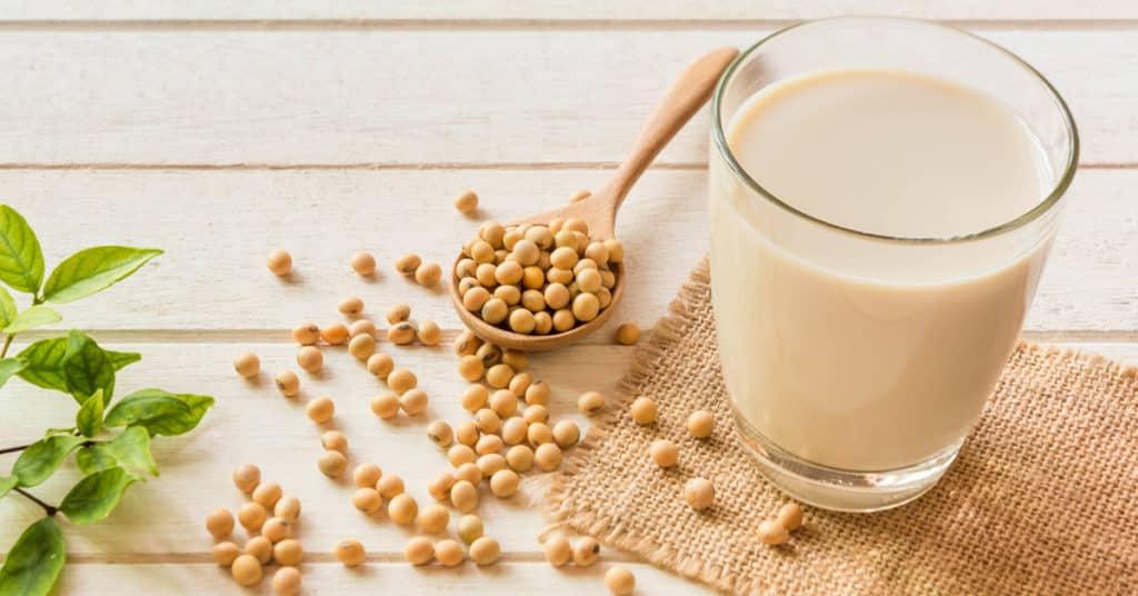 Il latte di soia può essere usato per fluidificare la crema Budwig (photocredit: www.macrolibrarsi.it)