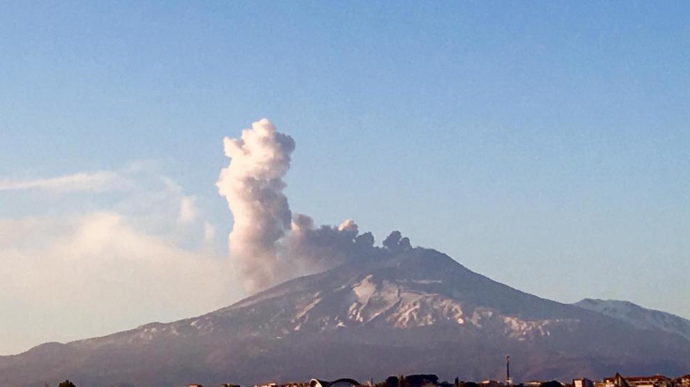 E' iniziata stanotte una nuova eruzione dell'Etna con attività stromboliana