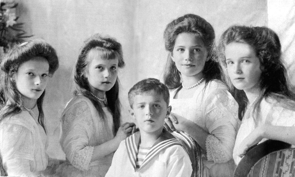 Tatiana, Anastasia, Aleksej, Maria, Olga - Photo Credits: ticinolive.ch