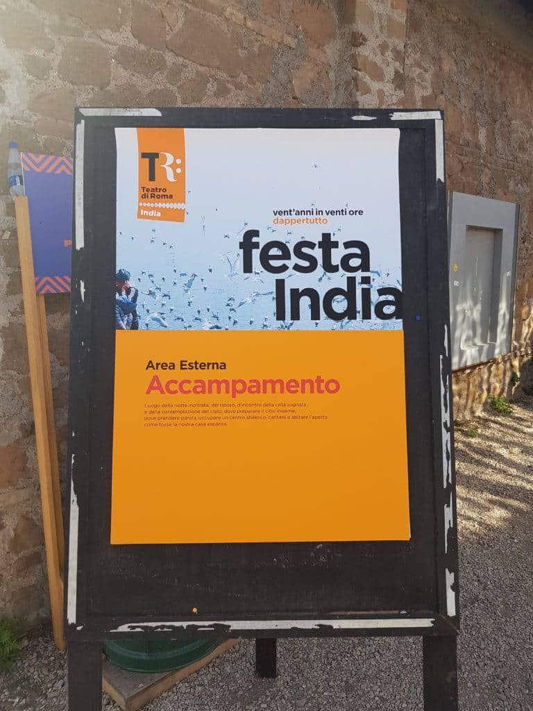 Cartello d'ingresso all'accampamento nel Teatro India