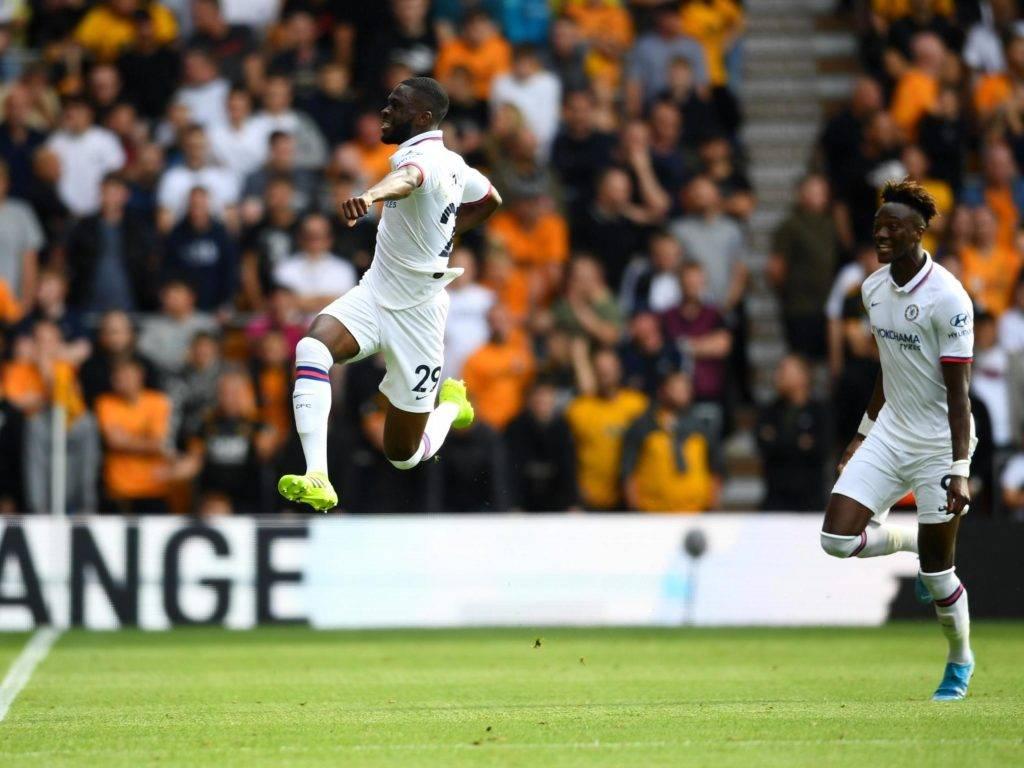 L'esultanza di Tomori dopo il gran gol con il quale ha aperto le marcature