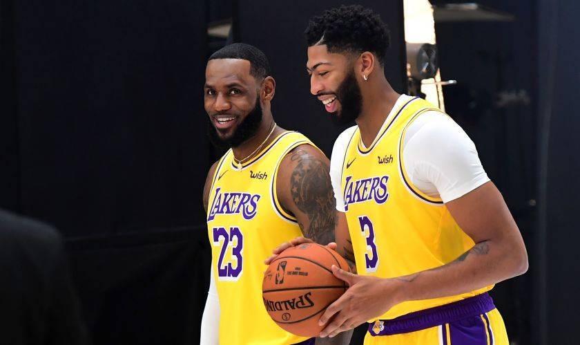 LeBron e Davis in maglia Lakers