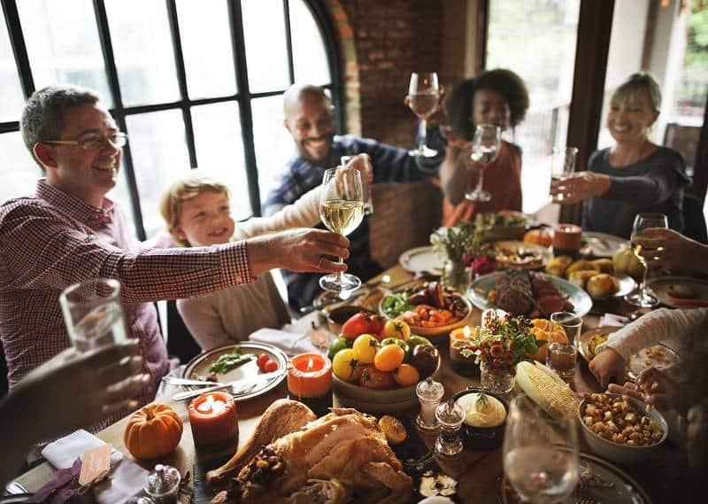 Una famiglia celebra il Thanksgiving