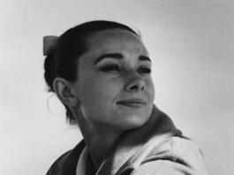 Audrey Hepburn ritratta da Inge Morath sul set di The Unforgiven (1959) diretto da John Huston - Photo Credit: Magnum Photos