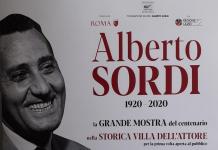 Locandina ufficiale della mostra dedicata al centenario della nascita di Alberto Sordi
