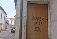 scritta antisemita, fonte unionemonregalese.it