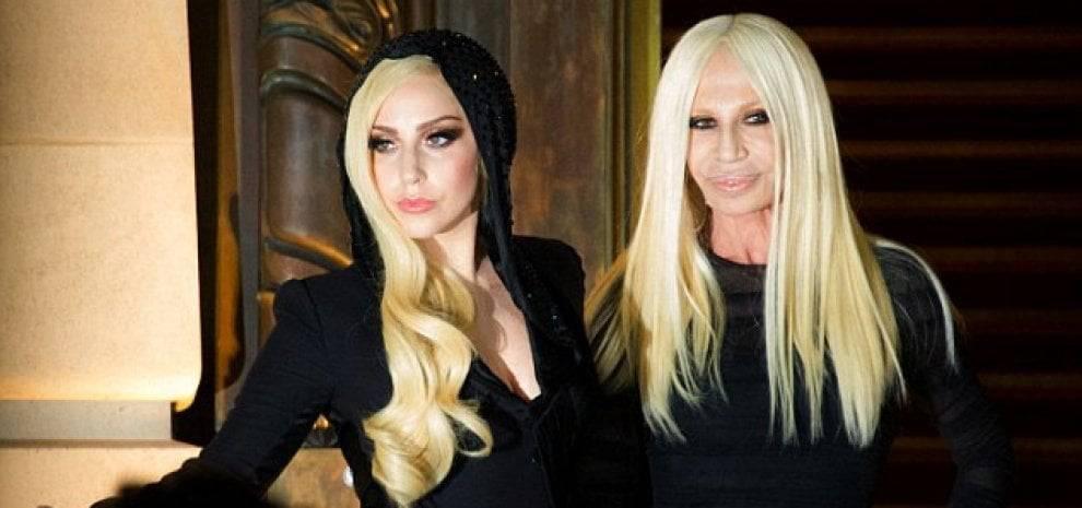 Donatella Versace e Lady Gaga, due icone di stile a confronto ...