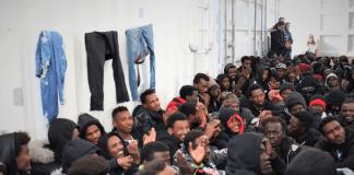 Un gruppo di migranti (Agenzia Dire)