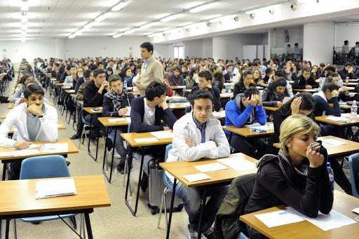 I candidati al test d'ammissione (The Teller)