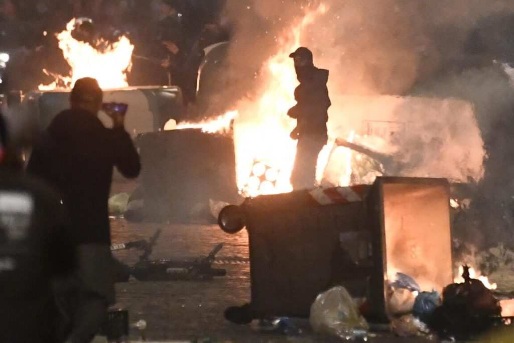 Napoli, guerriglia tra le strade: chi c'era dietro la rivolta?