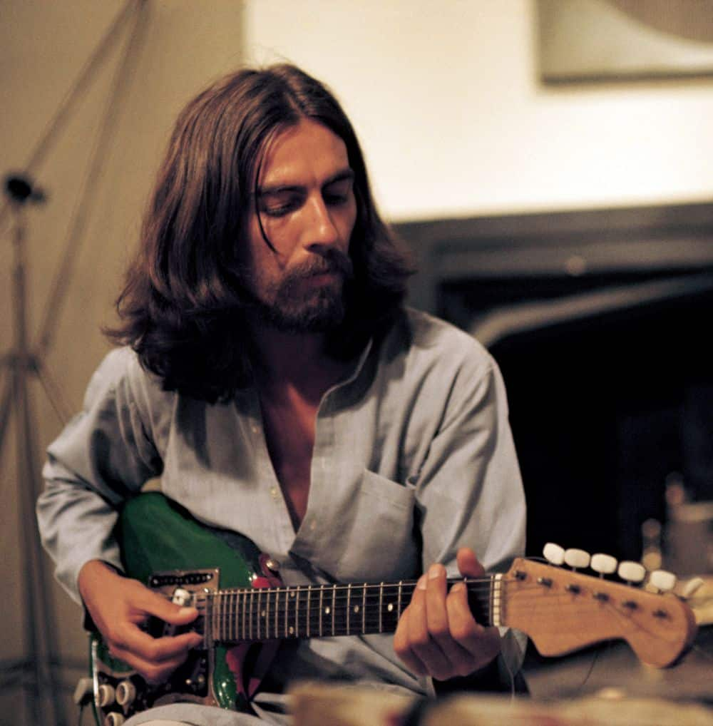 Il cantautore e musicista George Harrison negli anni '70 - photo credits pinterest