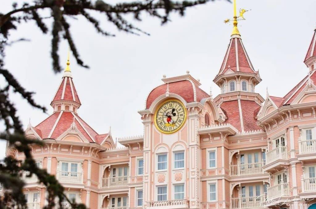 Il Disneyland hotel e l'orologio di Topolino.