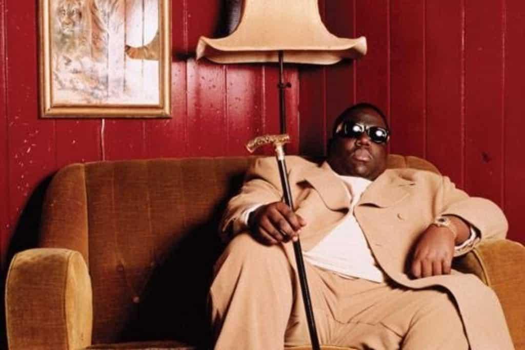 Notorious B.I.G. con il suo celebre bastone - photo credits: redbull.com