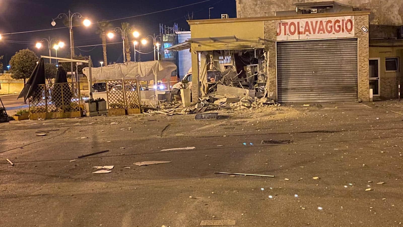 Esplosione a Taranto: distrutto un bar a Porta Napoli