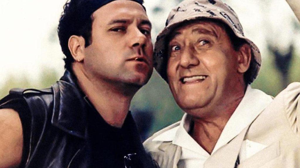 """Carlo Verdone e Alberto Sordi in """"Troppo forte"""" - photocredits: rai"""