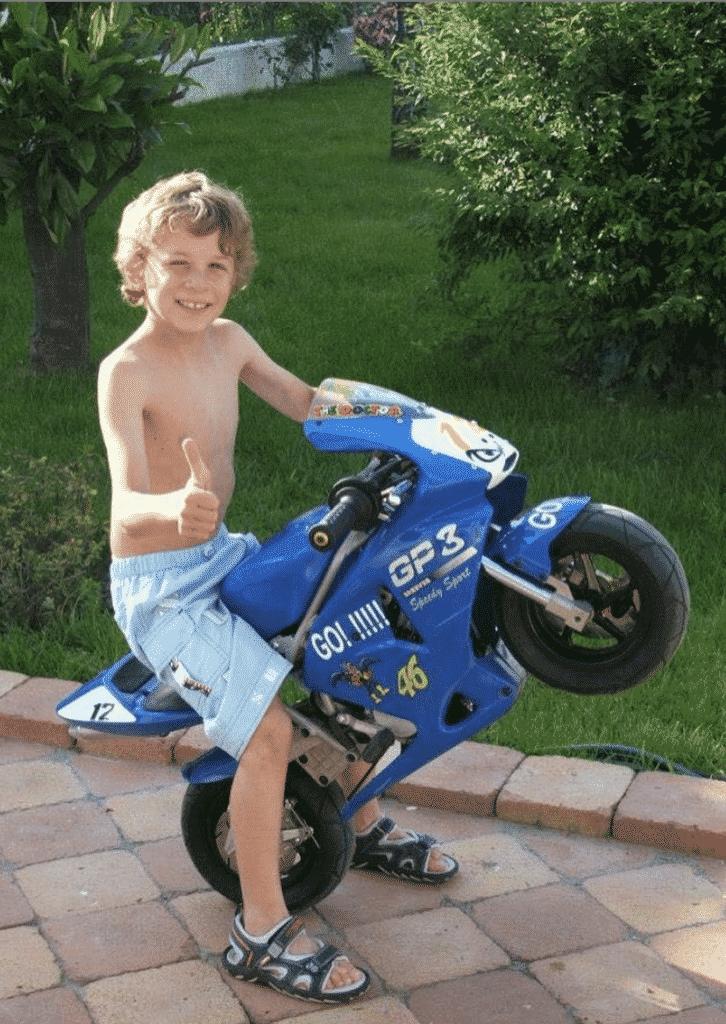 Marco Bezzecchi da piccolo in sella alla sua prima minimoto