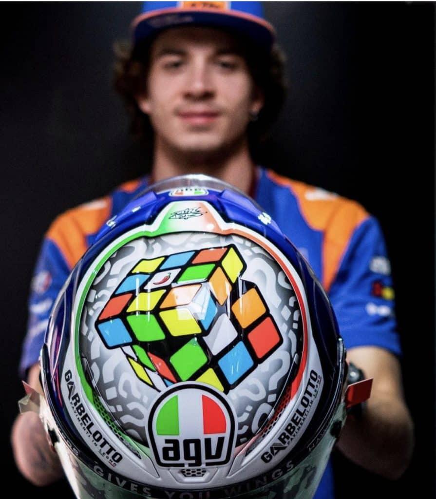 Marco Bezzecchi casco cubo di Rubic