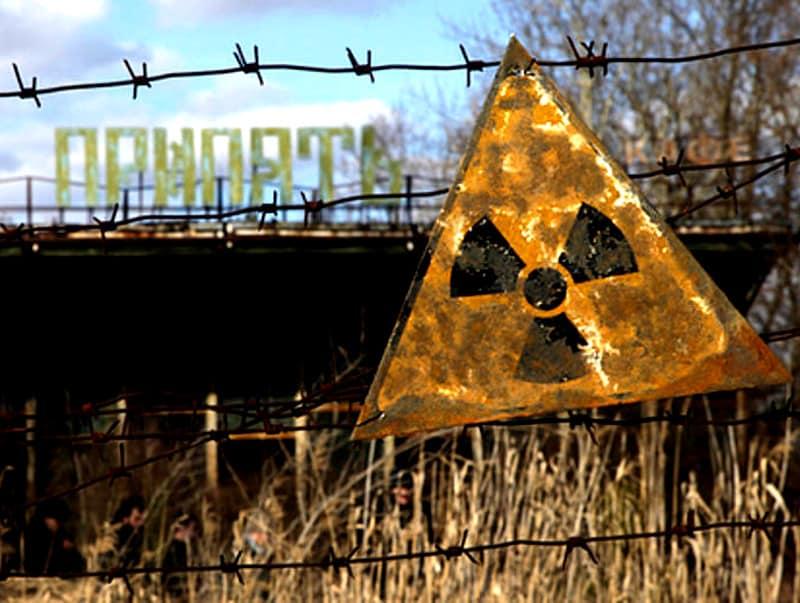Nella foto un cartello segnala una zona altamente radioattiva  photo credit: vglobale.it