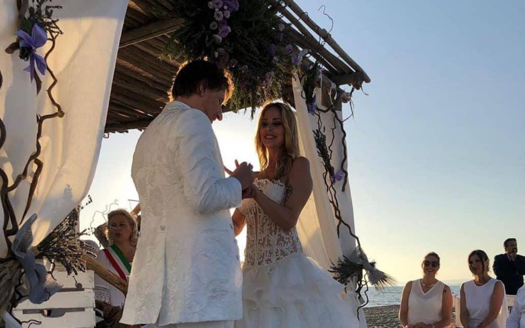 Nella foto Simone Gianlorenzi nel giorno del matrimonio con Stefania Orlando  photo credit: tvzap.kataweb.it