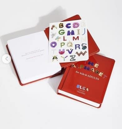 """Elsa Majimbo per Valentino con il libro """"The Alphabet for kids and adults""""- Credits: Valentino"""