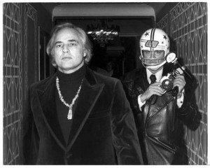 Nella foto Marlon Brando e Ron Galella   photo credit: eventiatmilano.it