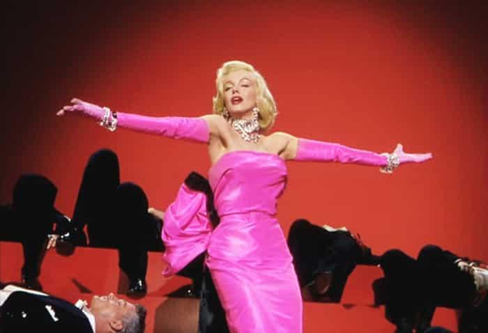 """Marilyn in una scena dal musical """"Agli uomini piacciono le bionde""""-photo credit: dal web"""