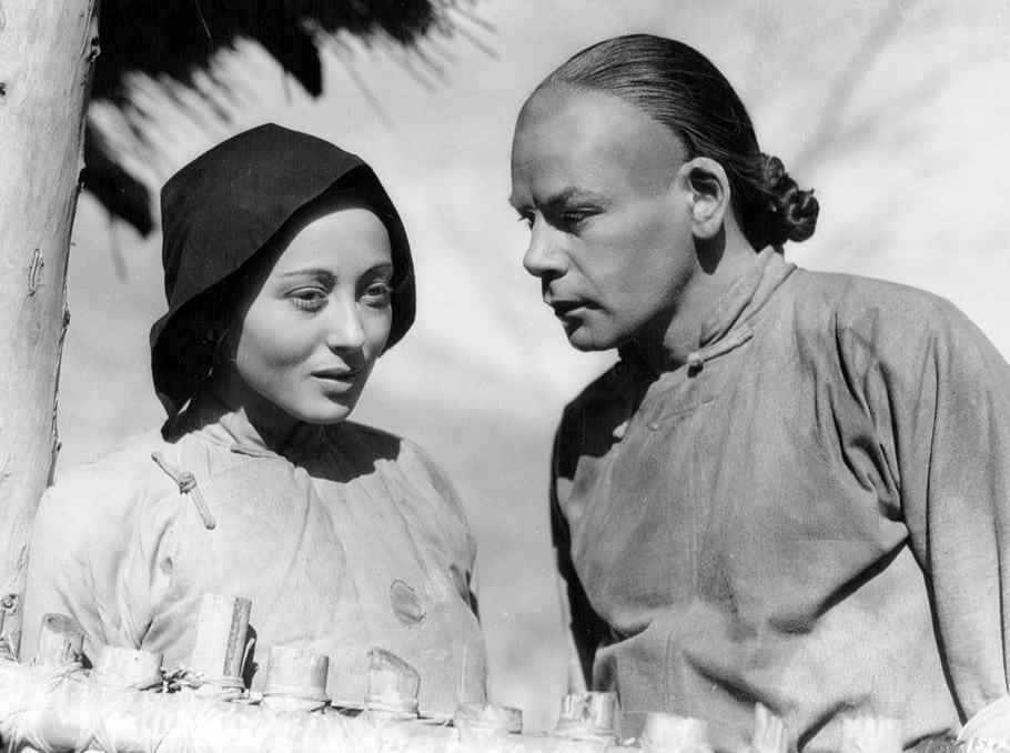 """Luise Rainer e Paul Muni in """"La buona terra"""" © Wikimedia.org"""
