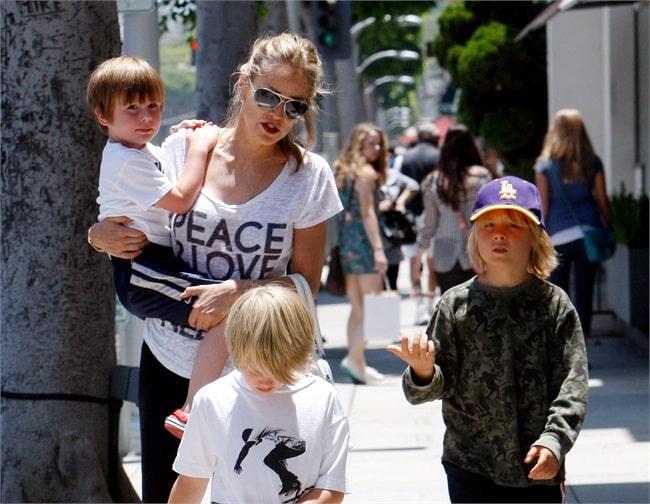 Sharon Stone, madre single di tre figli adottivi