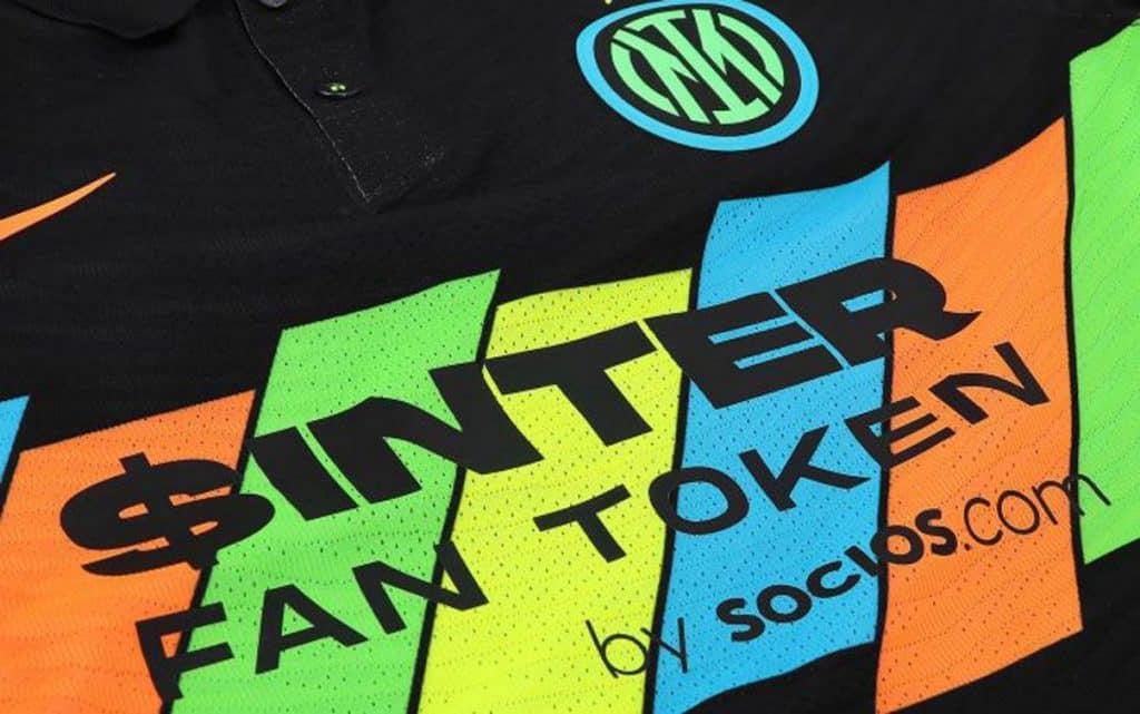 Inter, terza maglia svelata in via ufficiale: è fluo e multicolorata