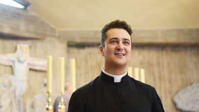 Prete arrestato, con i soldi della parrocchia comprava la droga dello stupro per festini hot